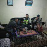 Dalam rangka Harkamtibmas, Anggota Bhabinkamtibmas Polsek Pujon Polres Batu Sambang Perangkat Desa