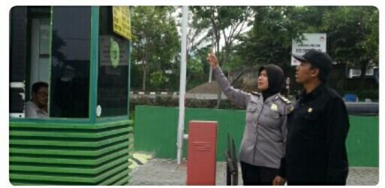 Guna Terciptanya Lingkungan Kamtibmas Ecco Green Park, KBO Binmas Polres Batu Cek Pemasangan CCTV