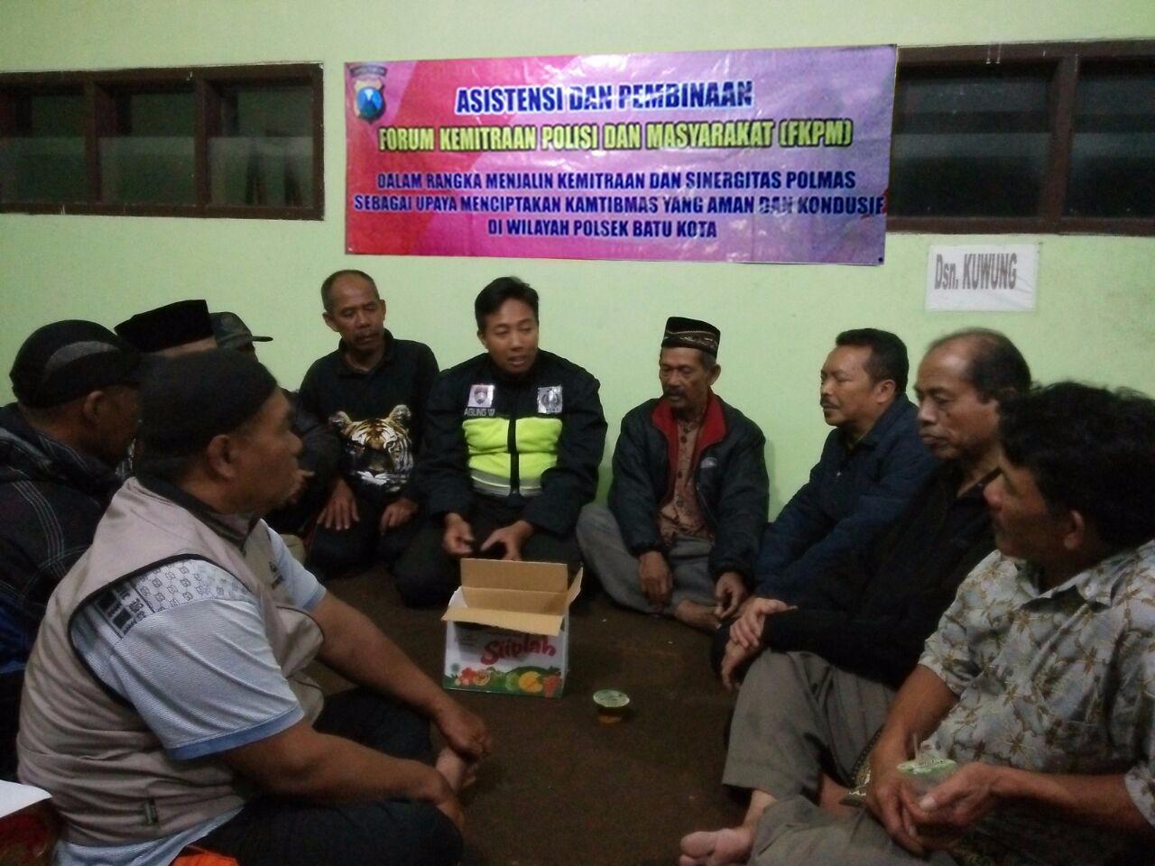 Bhabinkamtibmas Kelurahan Sisir Polsek Batu Polres Batu Laksanakan Giat Asistensi Dan Pembinaan Forum Kemitraan Polisi Dan Masyarakat