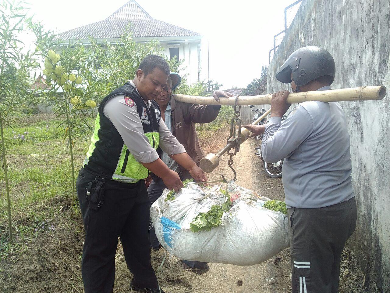 Kanit Binmas Polsek Batu Polres Batu Sambang Desa Petani Sayur