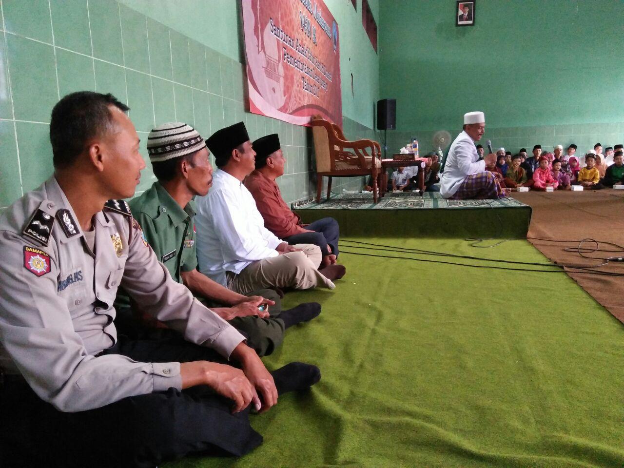 Bhabinkamtibmas Polsek Junrejo Polres Batu Bersama 3 Pilar Adakan Pengajian Dan Santunan Anak Yatim