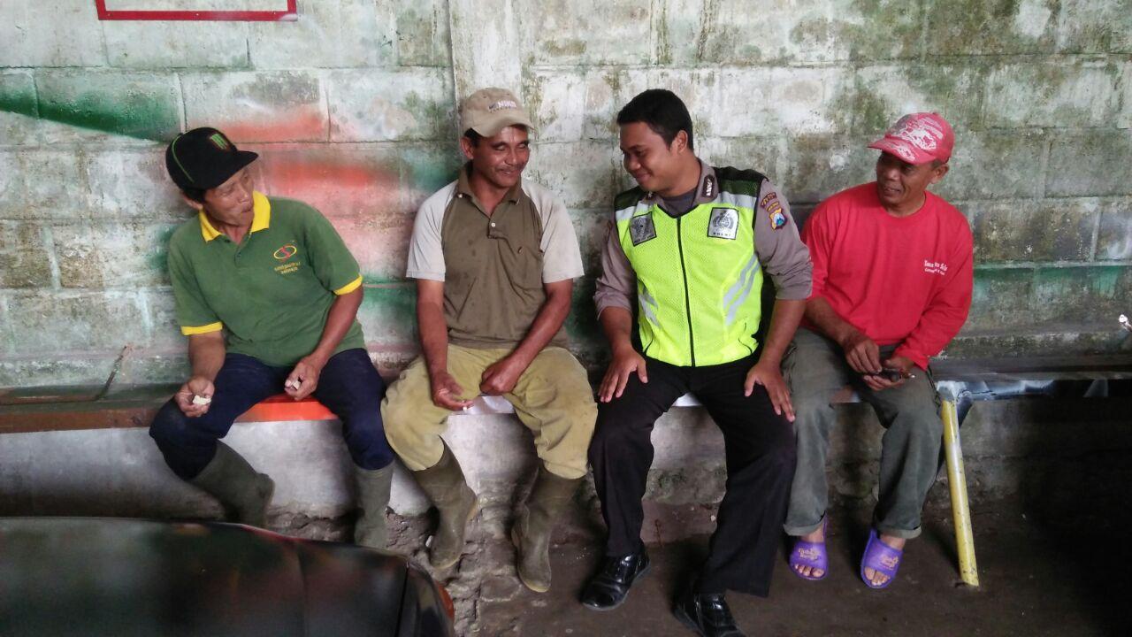 Anggota Polsek Ngantang Polres Batu Laksanakan Giat Patroli Dialogis