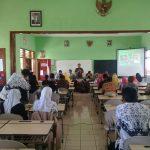 Anggota Bhabinkamtibmas Polsek Batu Diundang Acara  Sekolah Adiwiyata SDN Songgokerto 03 Batu