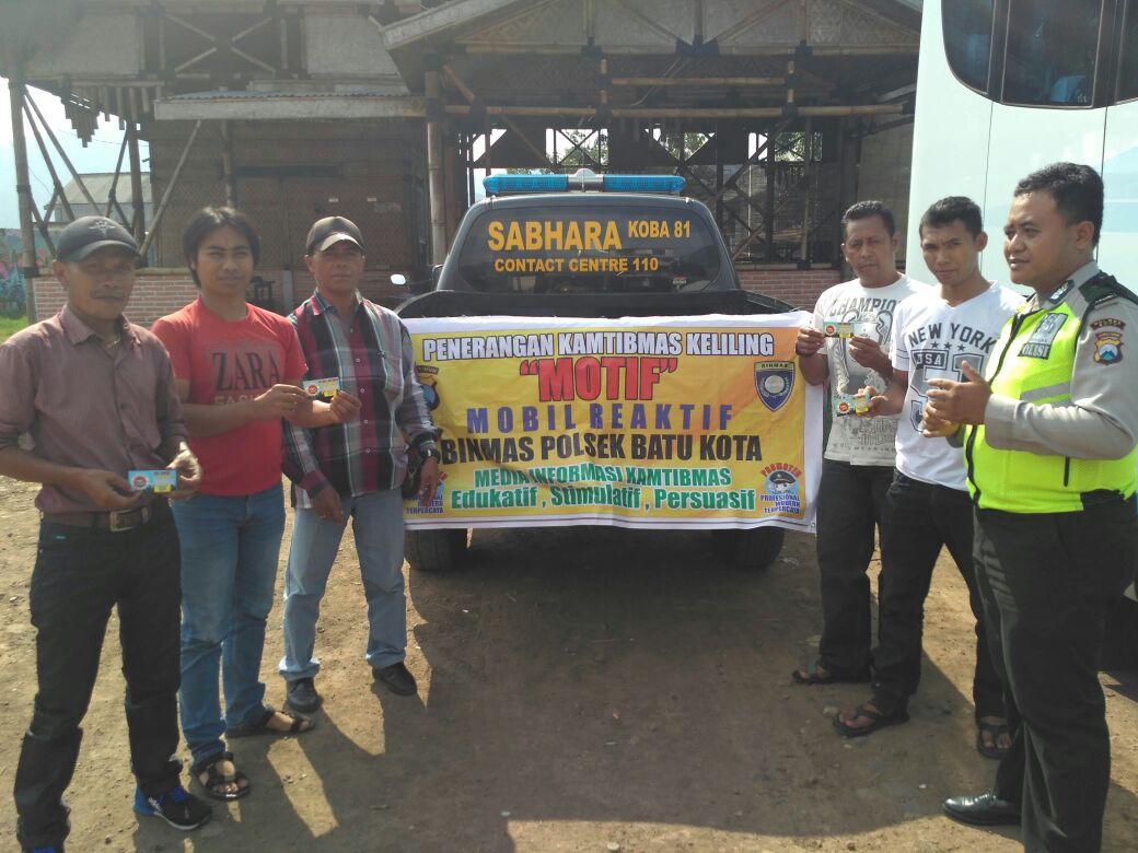 Anggota Bhabinkamtibmas Polsek Batu Kota Polres Batu Penerangan Kamtibmas Keliling