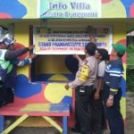 Anggota Bhabin Polsek Batu Kota Polres Batu Membikin Stand Ojek Pramuwisata Di Songgoriti