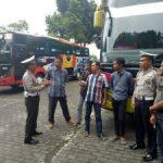 Ajak Tertib Berlalu Lintas, Satlantas Polres Batu Berikan Binluh Pengemudi Bus