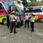 Patroli Binluh, Anggota Satlantas Polres Batu Binluh Kepada Pengemudi Bus Pariwisata Dan Bus Antar Kota Yang Berada Di Wilayah Kota Batu