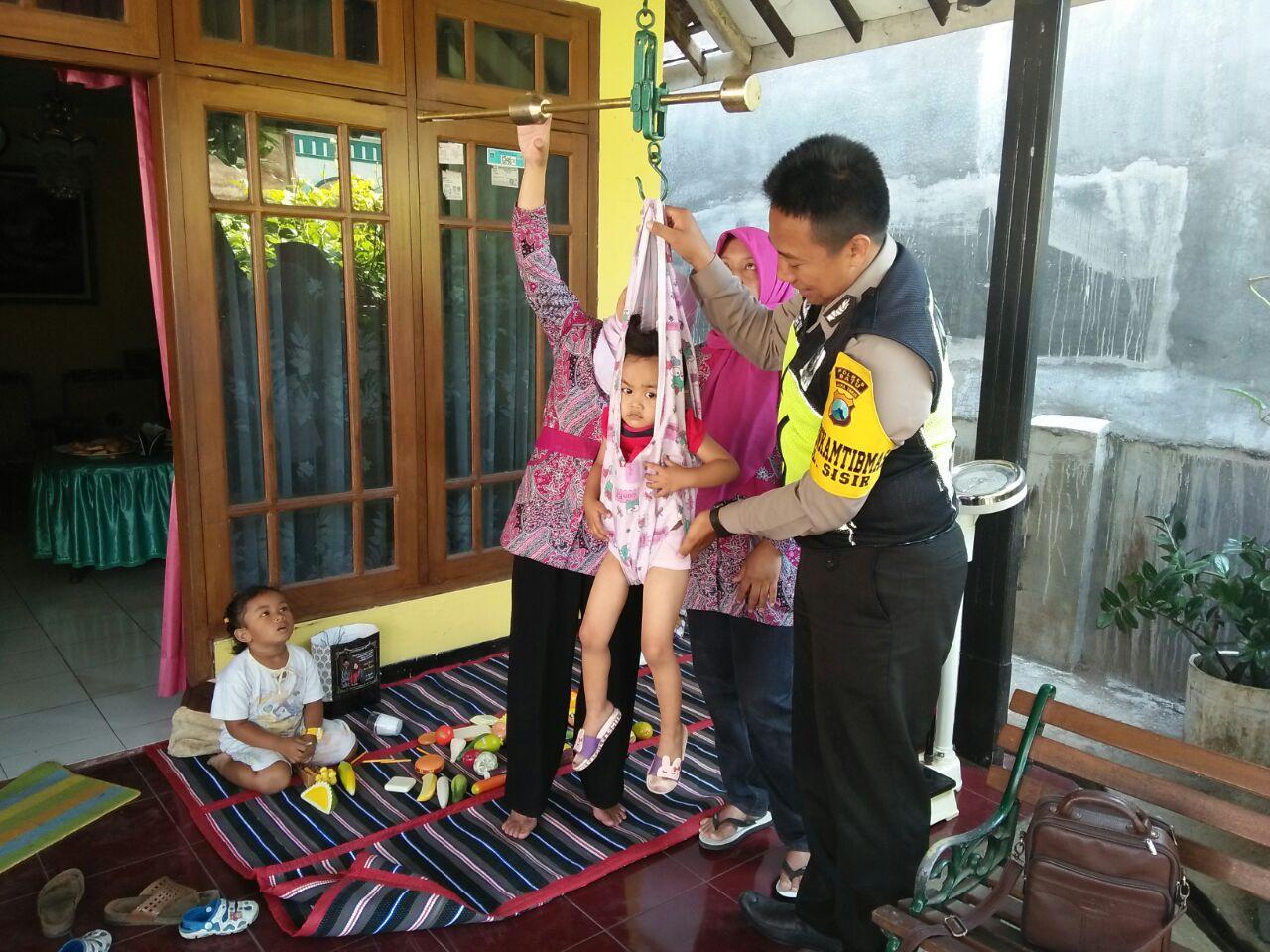 Anggota Bhabinkamtibmas Polsek Batu Lakukan Sambang Dialogis Ke Posyandu Desa Binaan