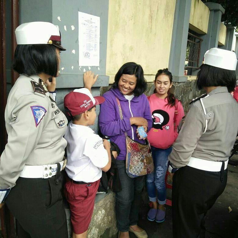 Srikandi Satlantas Polres Batu Binluh Kepada Security Sekolahan