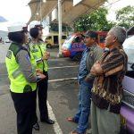 KEGIATAN Binluh Cegah Laka Lantas, Anggota Unit Srikandi Satlantas Polres Batu Berikan Penyuluhan Tertib Berlalu Lintas