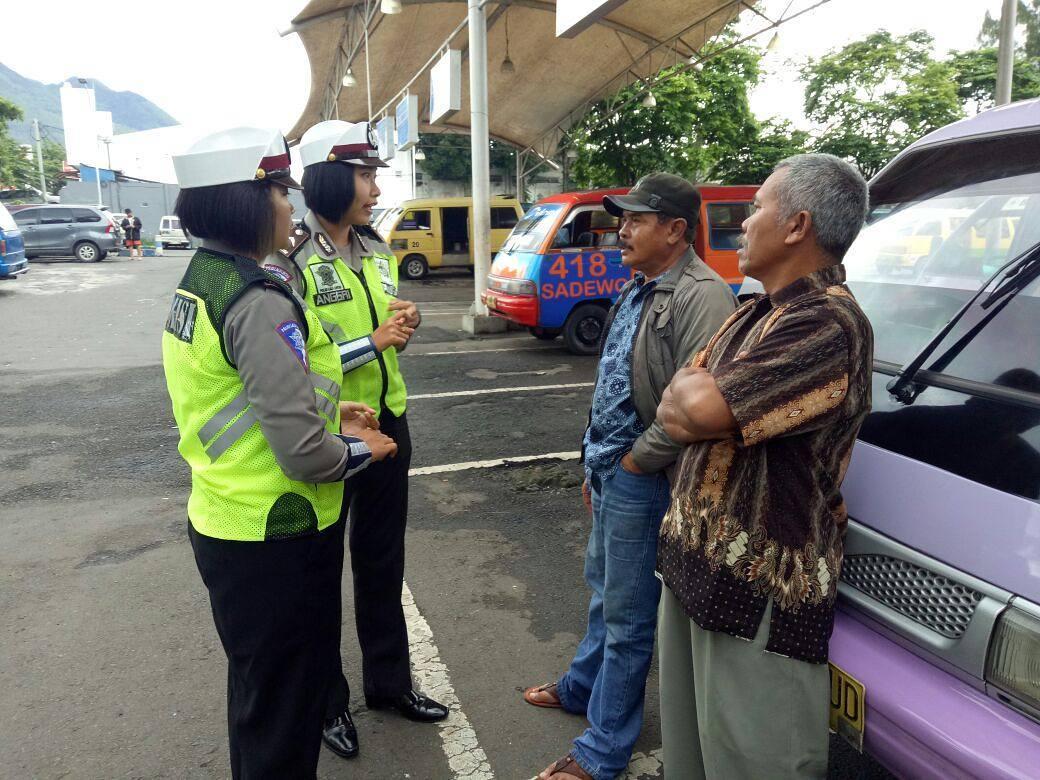 Cegah Laka Lantas, Anggota Srikandi Satlantas Polres Batu Penyuluhan Tertib Berlalu Lintas