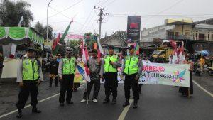 Anggota Polres Batu Lakukan Pengamanan Karnaval