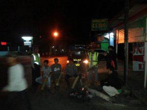 Jalin Keakraban, Polsek Pujon Polres Batu Laksanakan Patroli Malam Bersama Warga