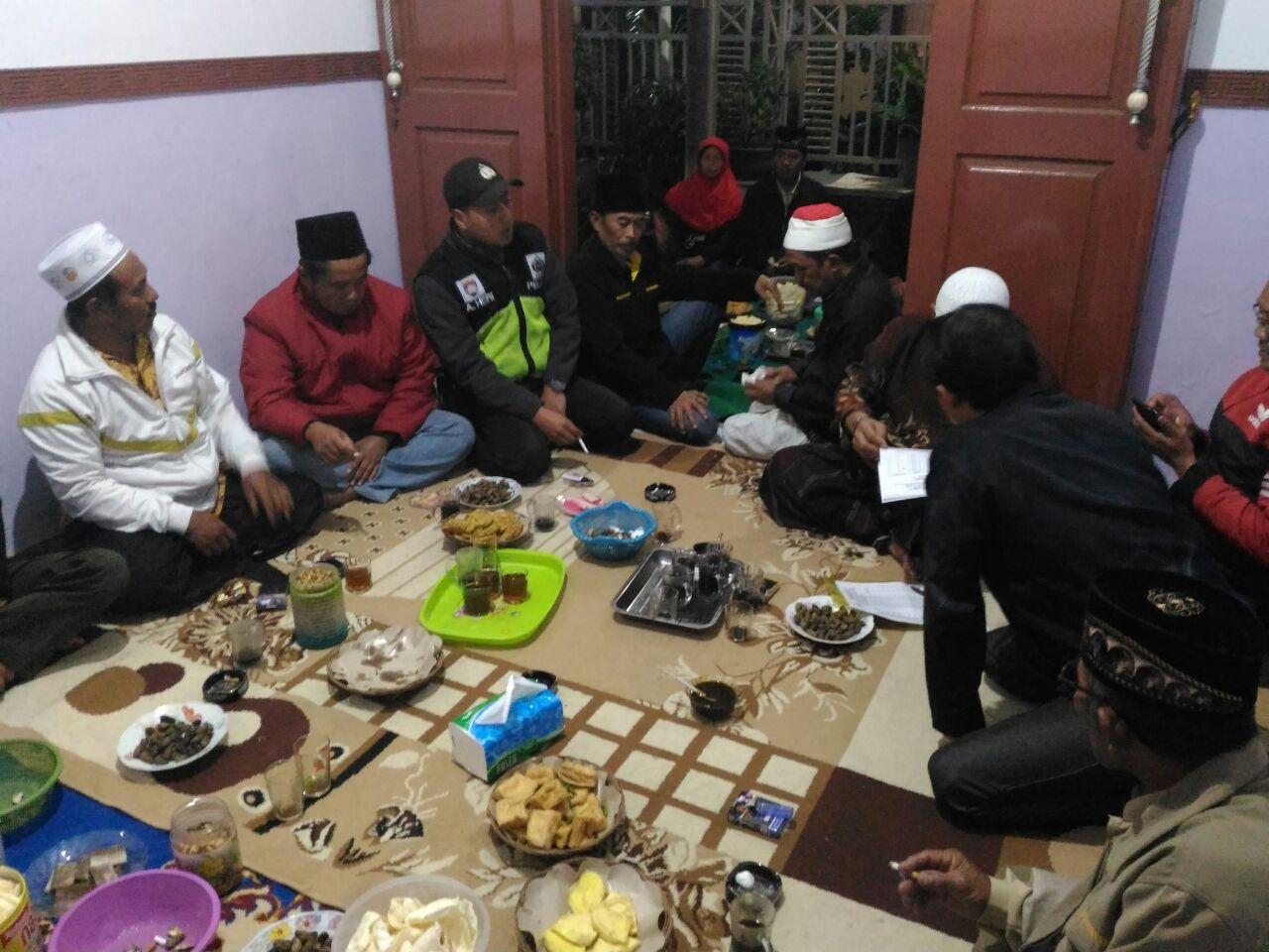 Bhabinkamtibmas Polres Batu Hadiri Pertemuan Rutin Perangkat Desa