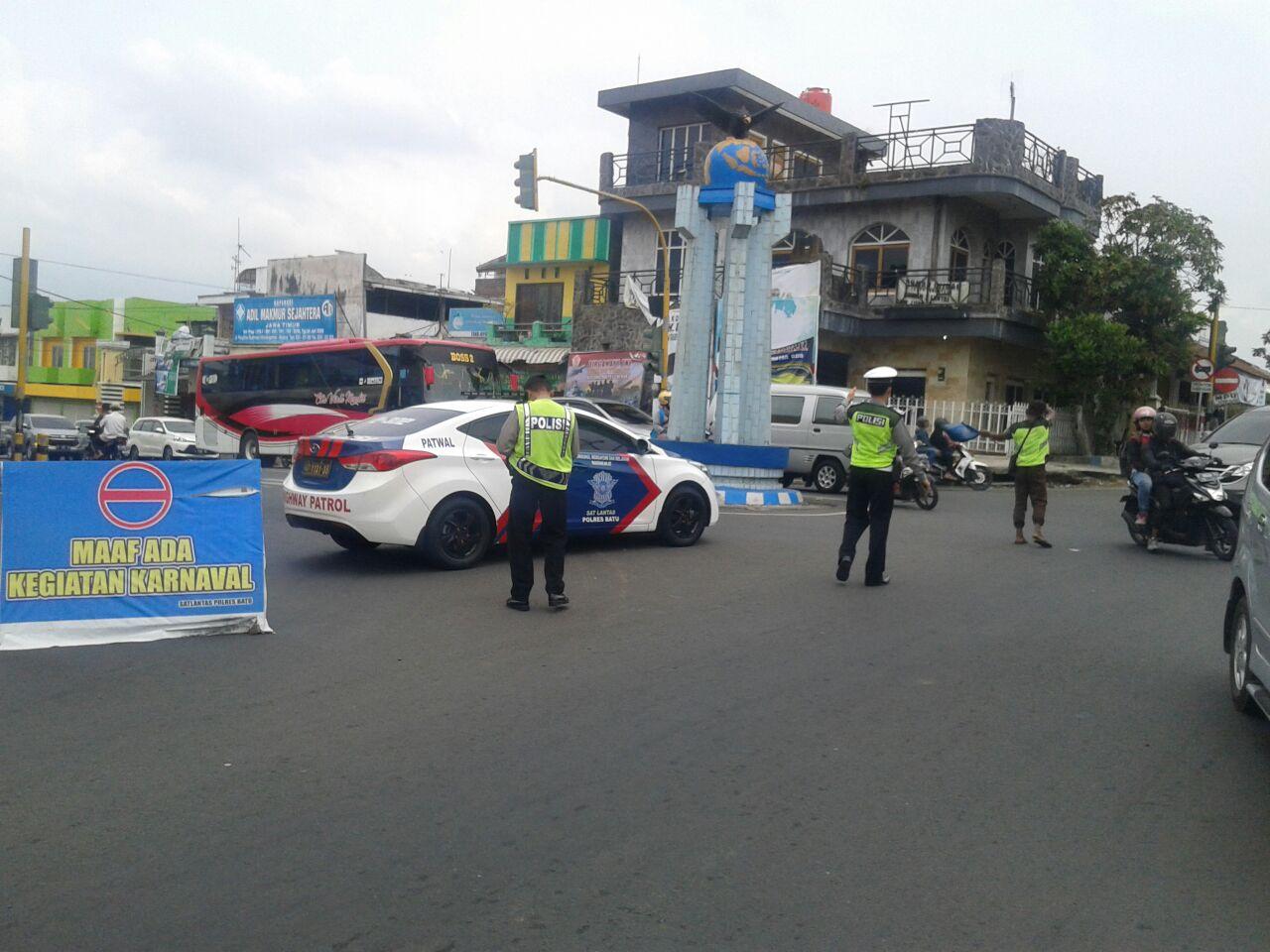Polres Batu Pengamanan Karnaval Desa Pendem