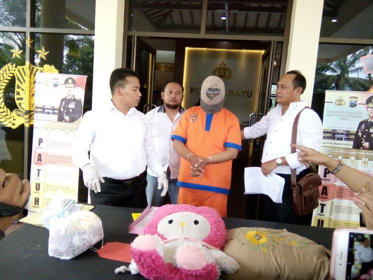 Polres Batu Press Release Tersangka Ustadz Cabuli Santrinya