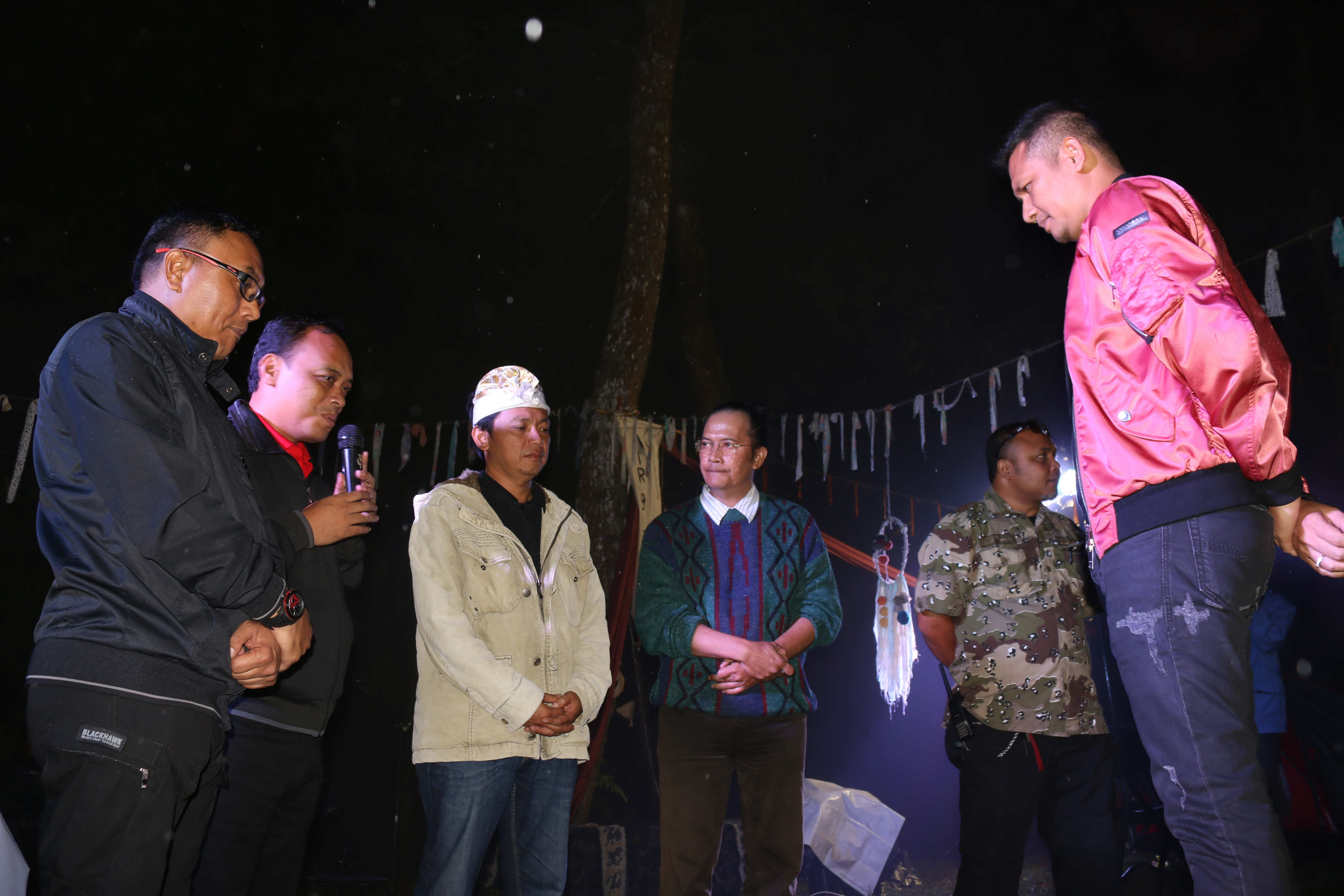Kapolres Batu Dinobatkan Bapak Lingkungan Kota Batu dalam Ngopi Atau Ngobrol Pintar Di Acara Festival Air Bicara