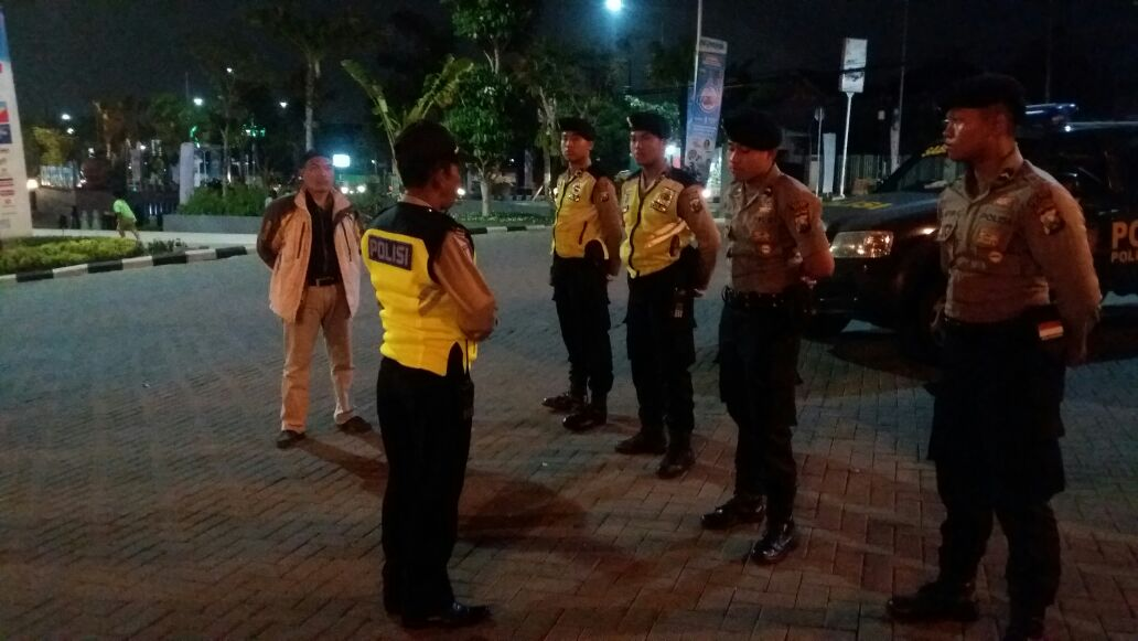 Polsek Batu Kota Polres Batu nonton bareng pemutan film pengkhianatan G 30 S PKI.
