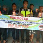 Giat DDS Warga, Anggota Bhabin Polsek Batu Polres Batu Giatkan Sambang Pasang Bener Untuk Menumbuhkan Kesadaran Masyarakat