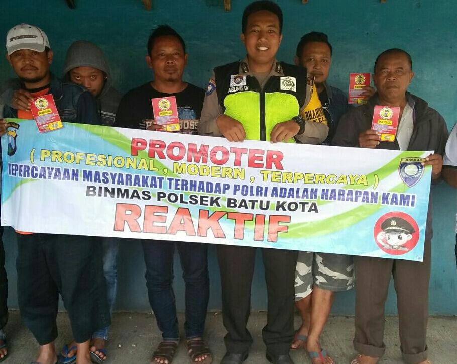 Anggota Bhabin Polsek Batu Polres Batu Laksanakan Sambang Warga Untuk Menumbuhkan Kesadaran Masyarakat Desa Binaan