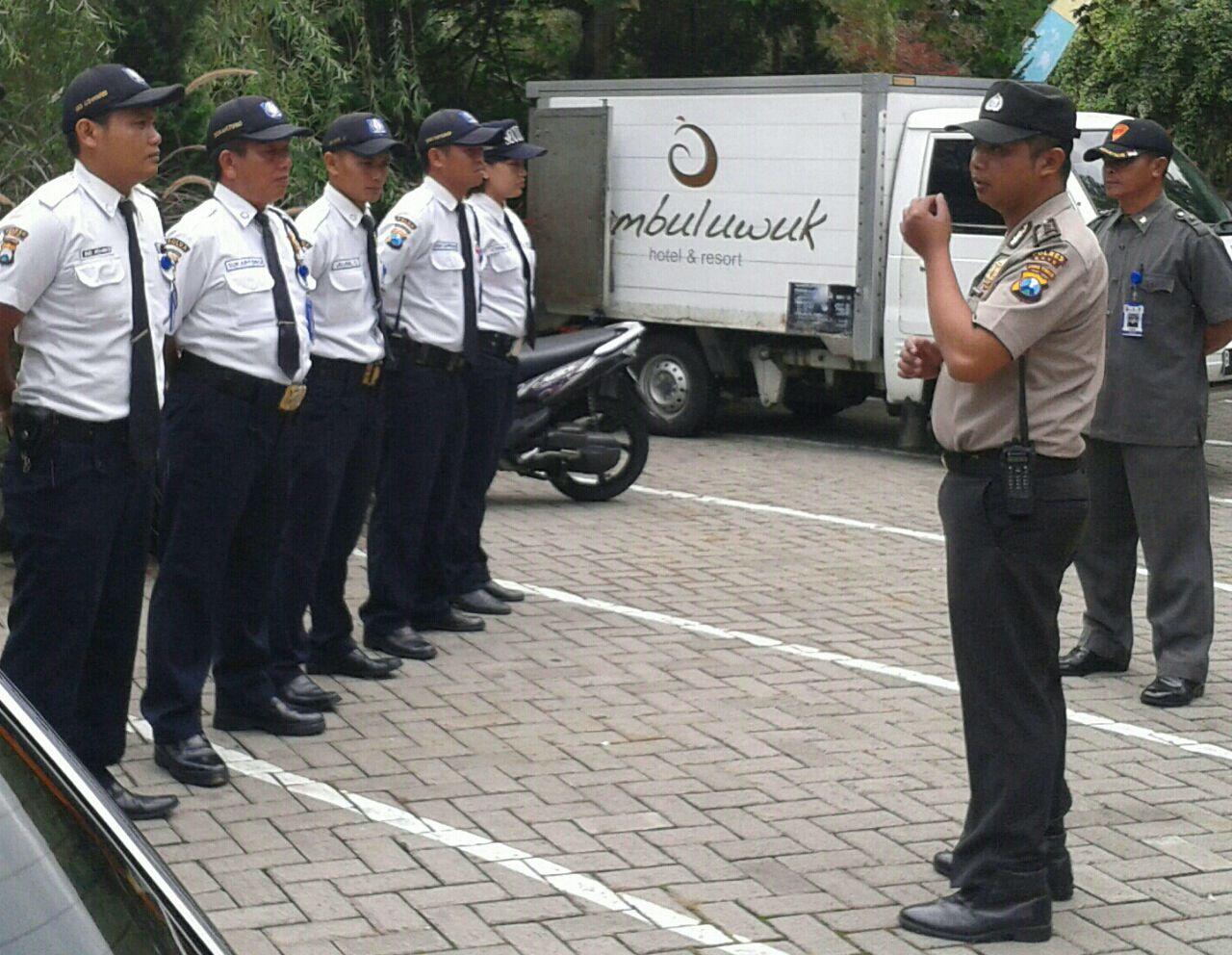 Anggota Binmas Polsek Batu Polres Batu Latih Kemampuan Pam Swakarsa