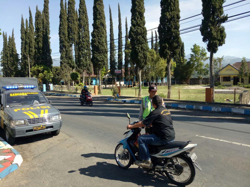 Anggota Polsek Pujon Polres Batu Laksanakan  Cipta Kondisi Kewilayahan