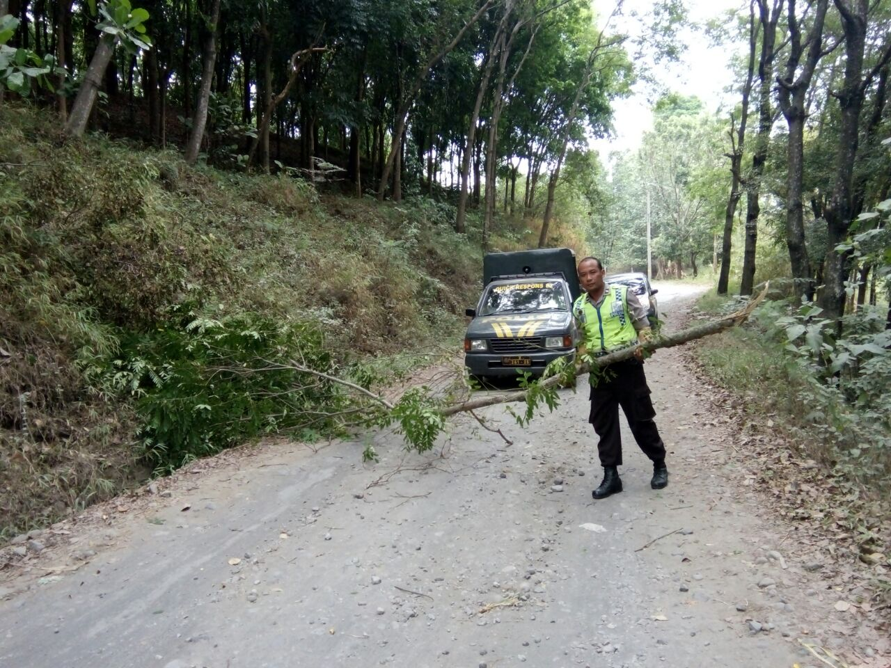Kanit Binmas Polsek Kasembon Polres Batu Bersama KASPK Melaksanakan Patroli Obyek Vital