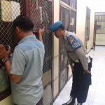 Tingkatkan Keamanan Mako Piket Sipropam Polres Batu Lakukan Cek Tahanan
