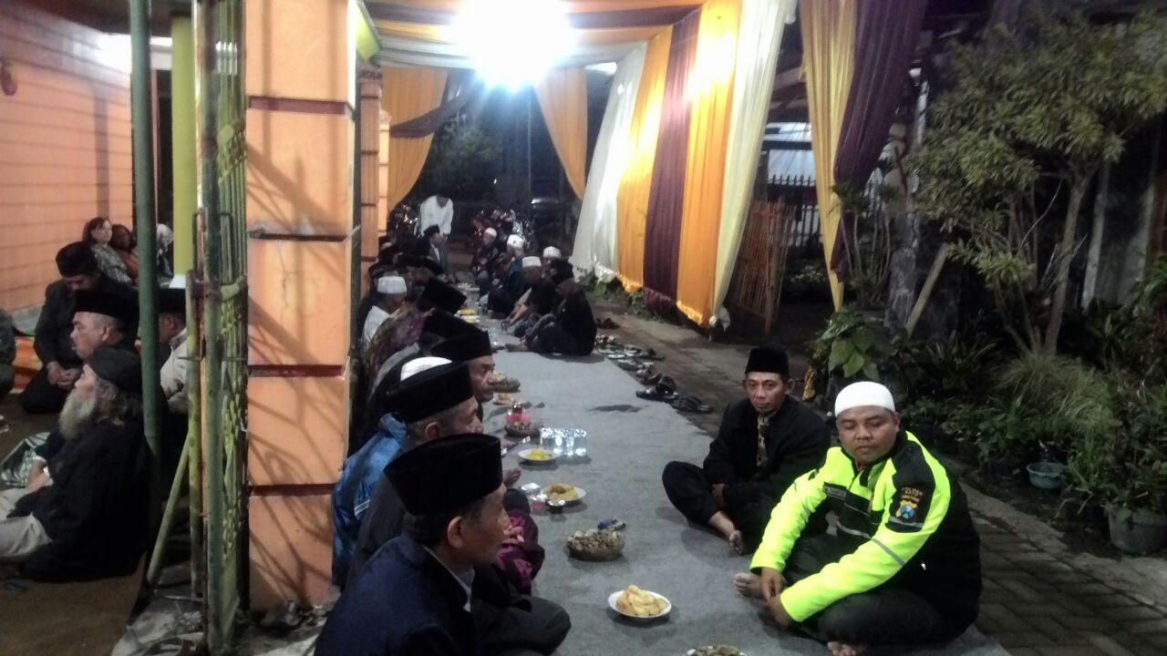 Malam Tasyakuran yang Dihadiri Polsek Bumiaji Polres Batu Dalam Rangka Dukung Ops. Binakusuma