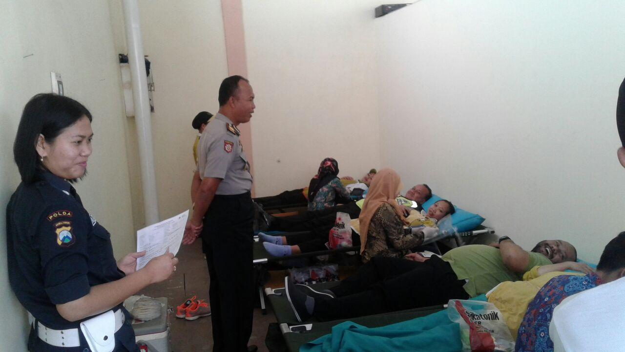 Kapolsek Ngantang Polres Batu Bersama Anggota Melaksanakan Donor Darah di SKT Ngantang