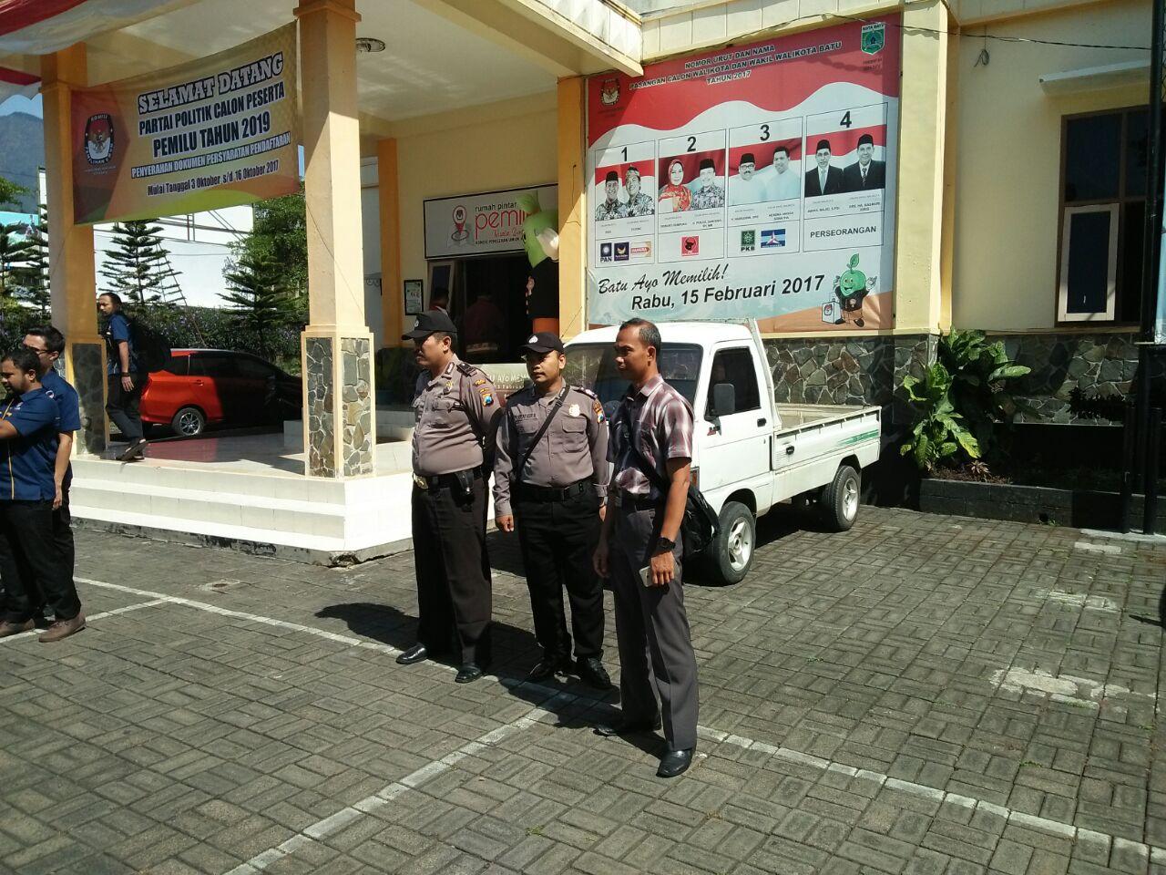 Polsek Junrejo Polres Batu Melaksanakan Pengamanan Dalam Rangka KPU Kota Batu