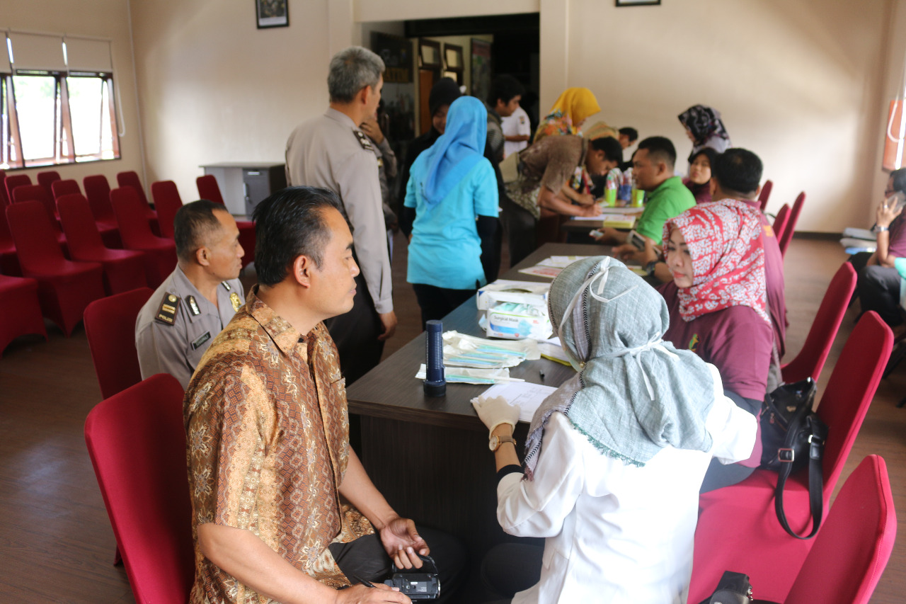 Polres Batu Melaksanakan Pemeriksaan Gigi Dalam Acara Denkes, Fitnes, Polda Jatim