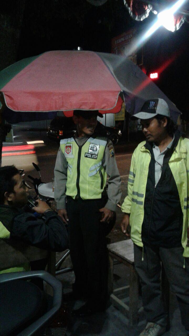 Berikan Pesan Kamtibmas, Anggota Polsek Junrejo Polres Batu Laksanakan Patroli Malam