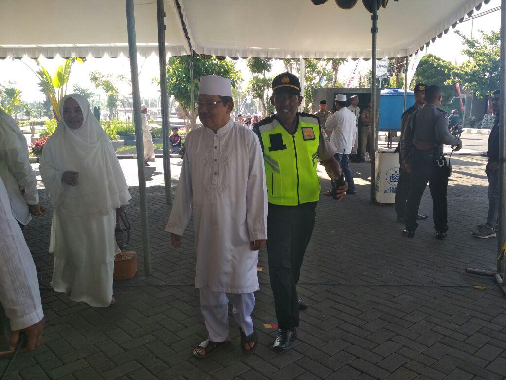 Polres Batu Memberikan Pengamanan Dzikir Akbar Al Khidmah Di Halaman Masjid Brigjen Sugiono Dalam rangka HUT Kota Batu Yang ke 16 thn