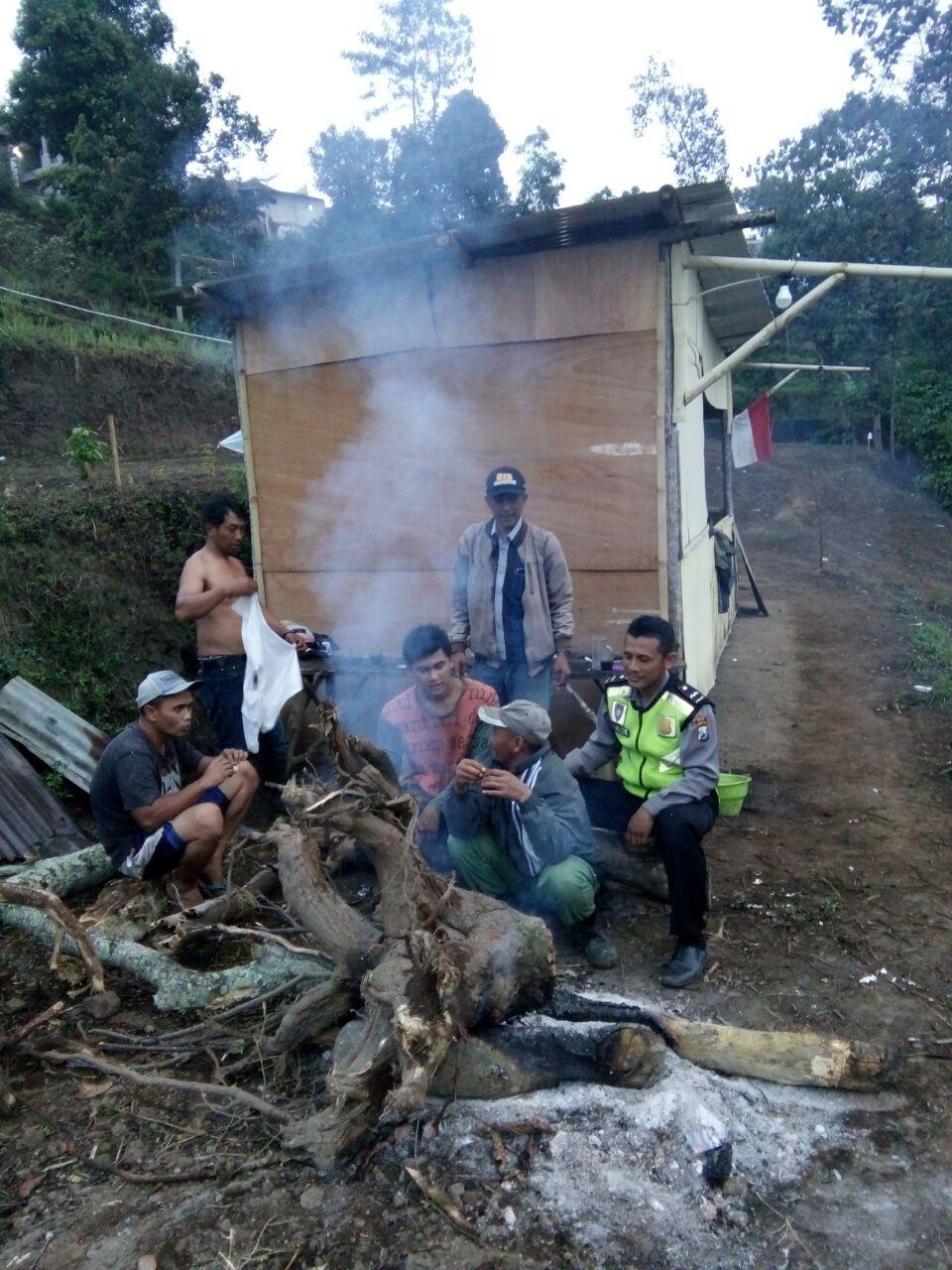 Bhabin Desa Madirejo polsek Pujon Polres Batu Tingkatkan Kewaspadaan Dalam Rangka Ops Bina Kusuma 2017
