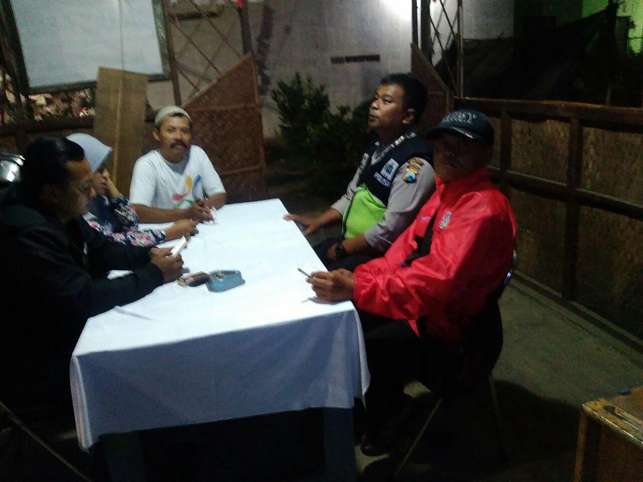 Kanit Binmas Bersilaturohmi Dengan Warga Sampaikan Pesan Kamtibmas
