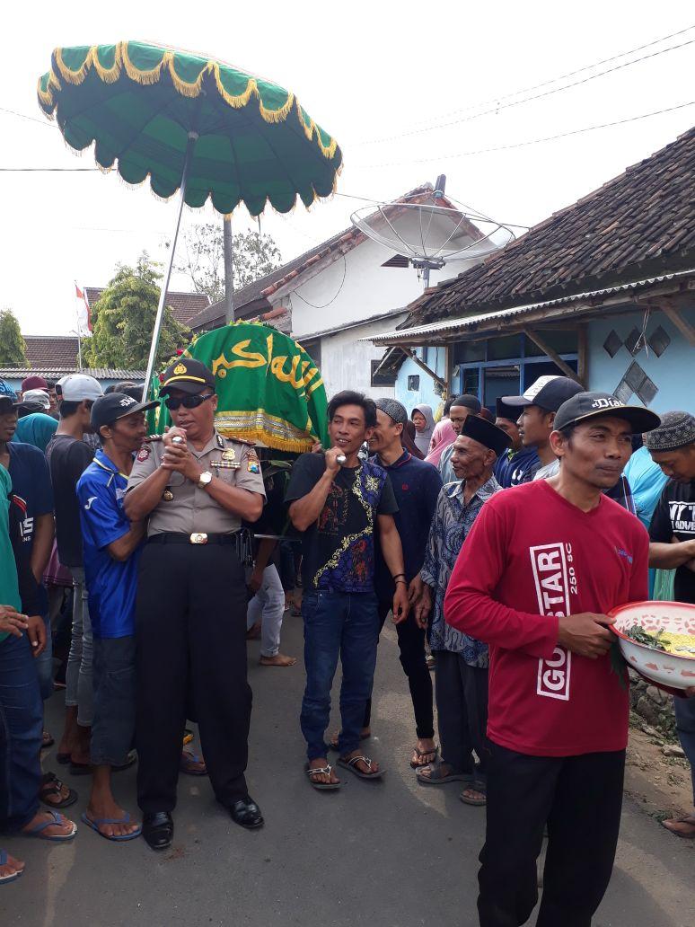 Kapolsek Ngantang Takziah ke Korban Tenggelam di Waduk Selorejo pada saat cari Ikan