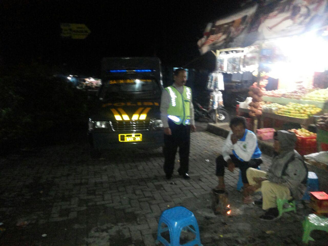 Polsek Pujon Polres Batu Dalam Menciptakan Keamanan Dengan Patroli