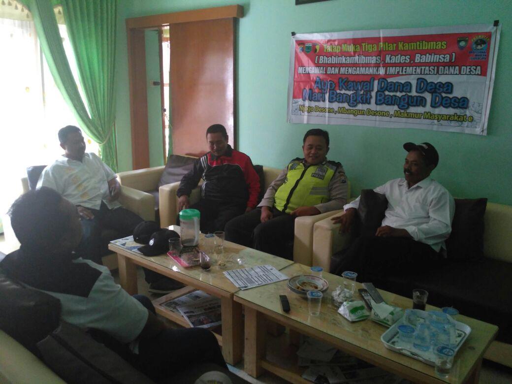 Bhabin Kawal Dana Desa Lakukan Tatap Muka Bersama Perangkat Desa Sidomulyo