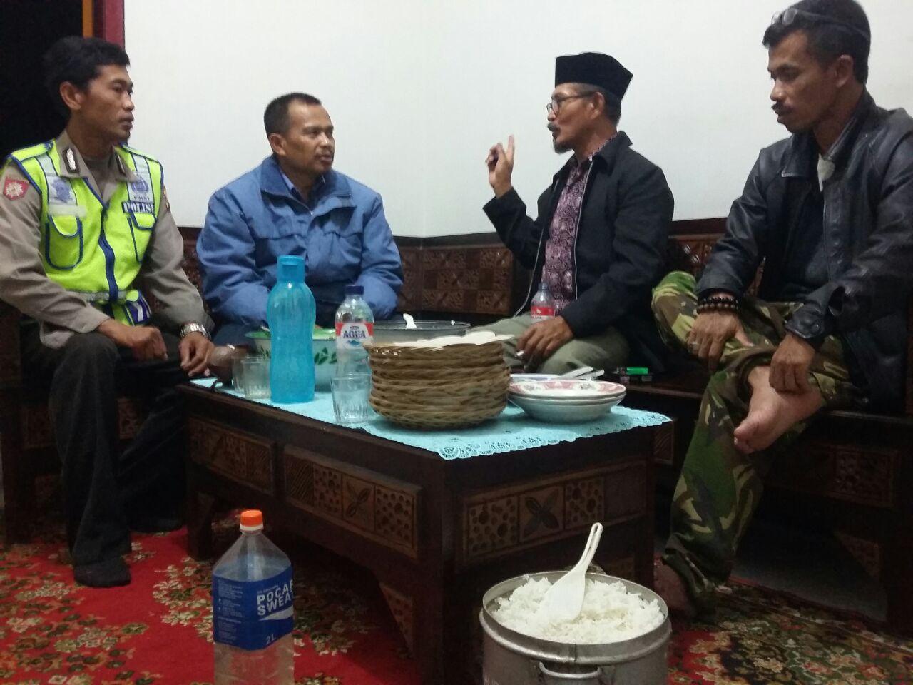 Bhabinkamtibmas Beji Polsek Junrejo Polres Batu Patroli Dialogis Dengan Petugas Keamanan SAB Kota Batu.