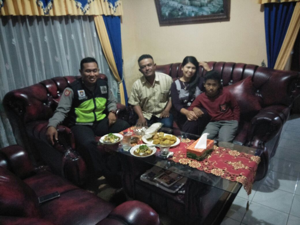 Jalin Kedekatan Bhabinkantibmas Polsek Pujon Polres Batu Sambangi Warga