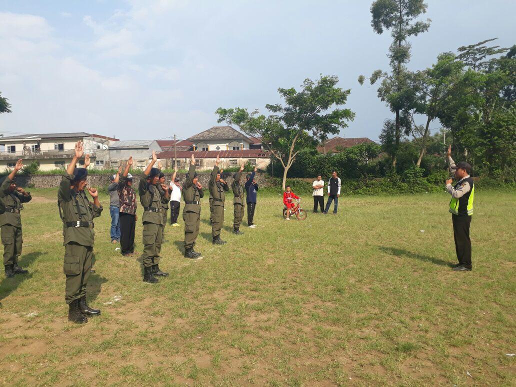 Bhabinkamtibmas Polsek Pujon Polres Batu Melaksanakan Giat Pelatihan Ke Anggota Linmas