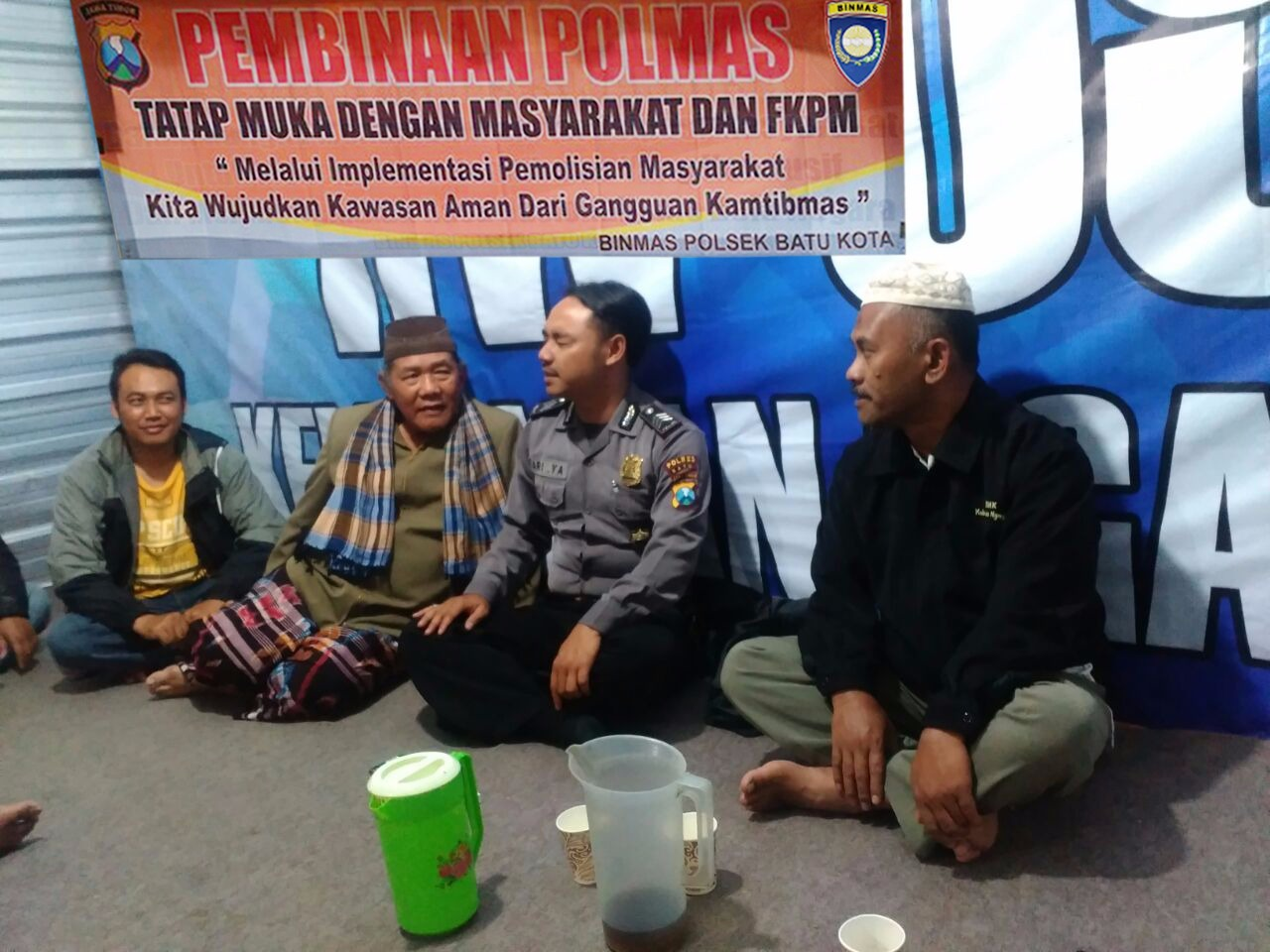 Brigadir Ari Bhabinkamtibmas Kel. Ngaglik Polres Batu Kota Polres Batu Lakukan Tatap Muka Kepada Masyarakat dan FKPM laksanakan DDS