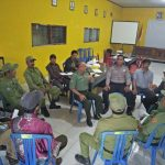 Anggota Bhabinkamtibmas Polsek Pujon Polres Batu Binluh Ke Anggota Linmas berikan pengetahuan dasar tentang pengamanan