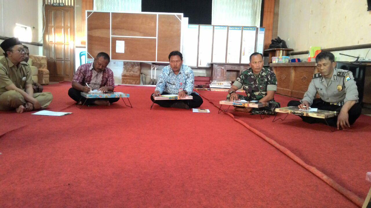 Bhabin Desa GiriPurno Polsek Bumiaji Polres Batu Menghadiri Rapat Anev dan Koordinasi Dengan Perangkat Desa Terkait Pengawasan & Pengawalan Penggunaan Dana Desa