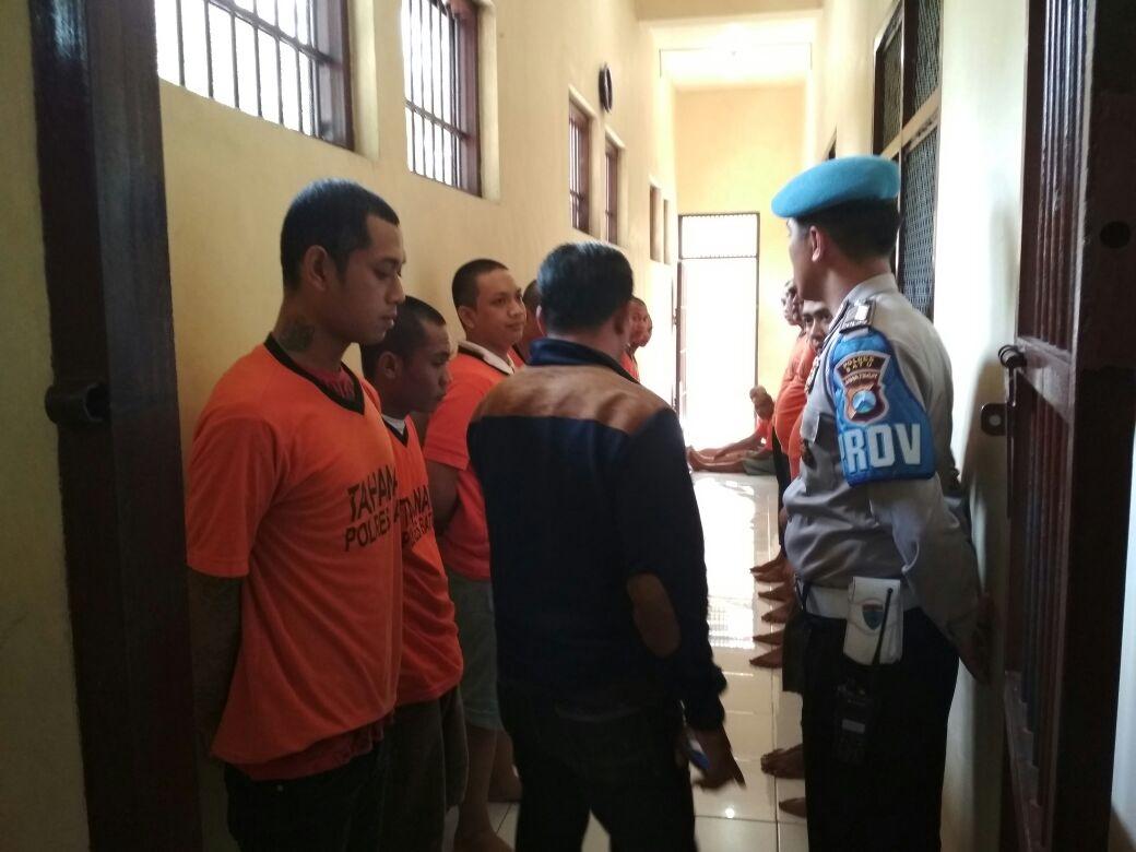 Polisi Polres Batu Melakukan Pengecekan Tahanan