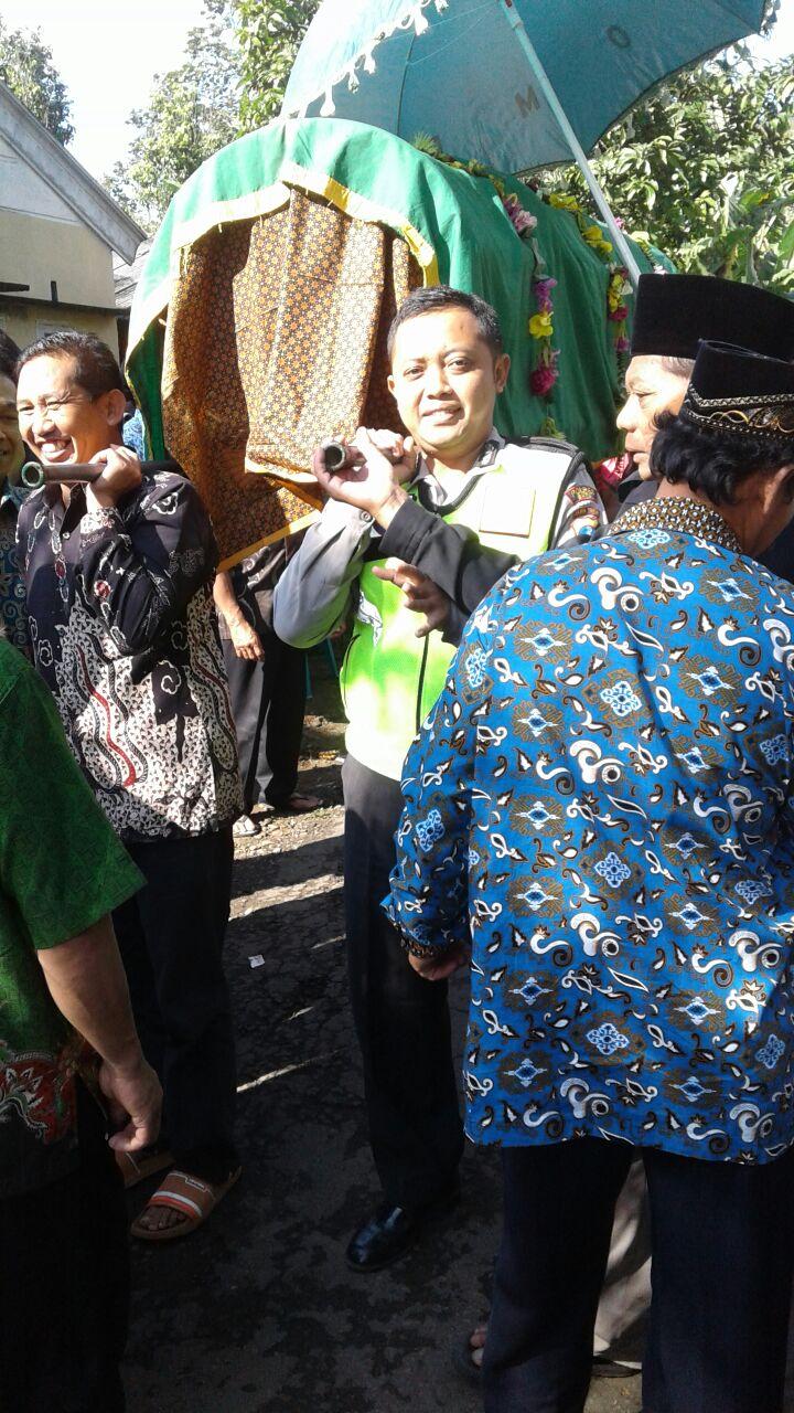 Kapolsek Ngantang Polres Batu Takziah ke Kepala Desa Jombok