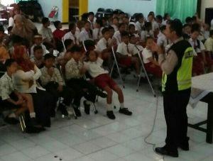 Anggota Bhabinkamtibmas Polsek Batu Kota Polres Batu Melaksanakan Sambang SekolahDalam Rangka Mendukung Ops Bina Kusuma 2018