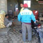 Anggota Bhabinkamtibmas Polsek Pujon Polres Batu DDS Pedagang Sayur