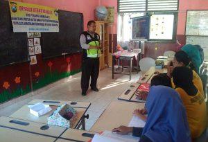 Bhabinkamtibmas Polsek Batu Polres Batu Lakukan Giat Binluh Tentang Bahaya Narkoba ke SD Songgokerto